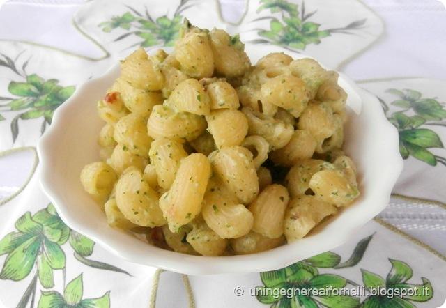 pipette pasta primo zucchine pesto mandorle ricotta parmigiano