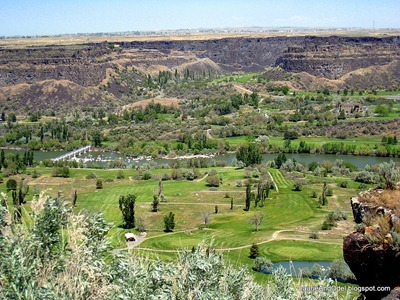 Golf courses on both sides of Snake River Canyon