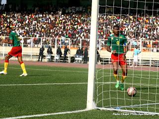 – Le but des lions indomptables du Cameroun (vert-rouge) contre Les léopards de la RDC (rouge-bleu) le 7/10/2011 au stade des martyrs à Kinshasa, score final : 2-3. Radio Okapi/ Ph. Apo Matongo