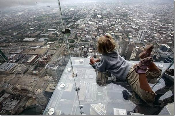 芝加哥從103樓的透明玻璃往下看