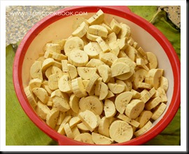 Bananas cut into two longitudinally and then sliced to thick pieces
