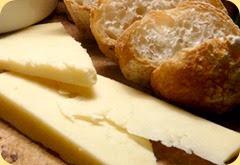 formaggio-pane-vino
