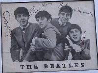 Fã dos Beatles guardava foto autografada dos Beatles forjada por tia de Lennon