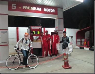 Pom bensin 24 jam