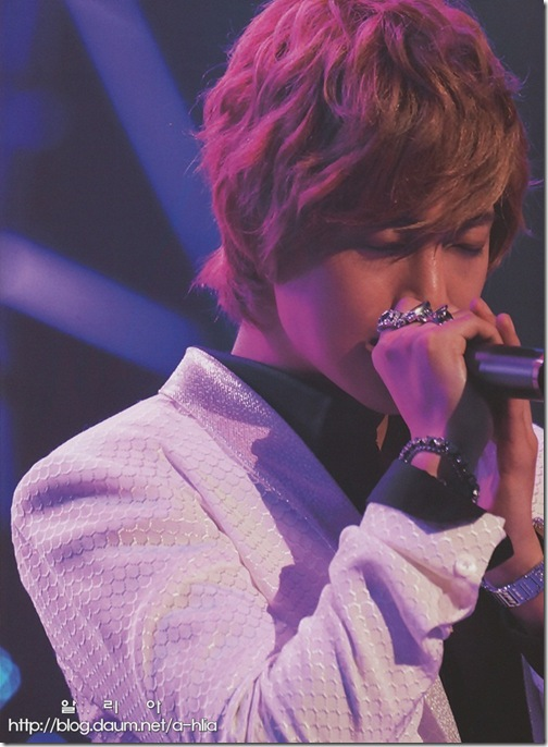 [Magazine]First_Tour_2011_in_Japan_(20)