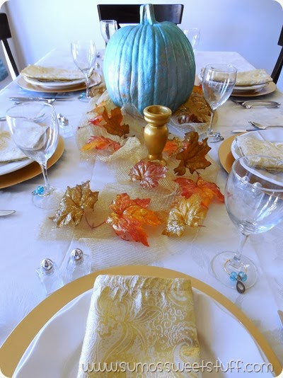 Thanksgiving Tablescape at www.SumosSweetStuff.com #turkeytablescapes