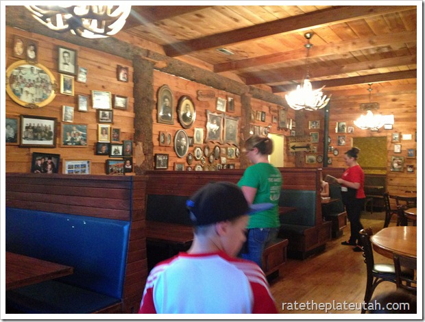 Leslie's Family Tree Restaurant Interior