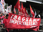 Workers start marching from Liwasang Bonifacio to US Embassy (Photo by M. Salamat / Bulatlat.com)