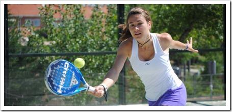 La firma de ropa deportiva femenina NAFFTA viste a la exjugadora Vanessa Zamora.