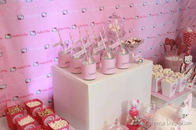 IMG_9431_rosa_kakebord_hello_kitty_dessertbord_bursdag