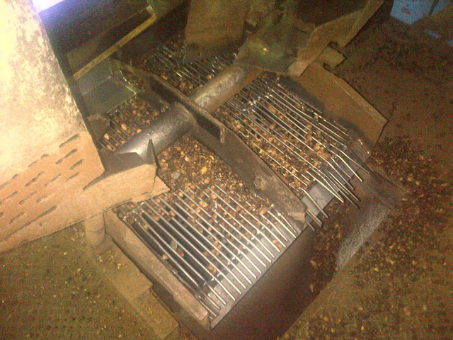 misahkan nut yang belum pecah di ripple mill