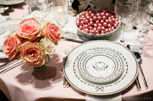 Loved the delicate patterns adorning the china on the NewlyWish tables.