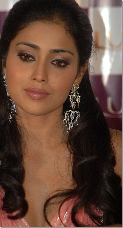 Shriya_saran_latest_cute_photos