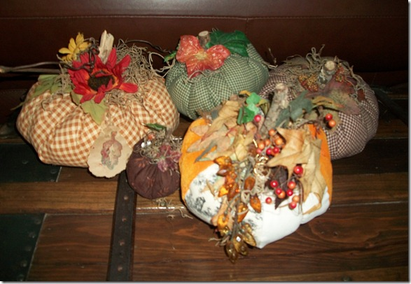 Fall decorations early 010