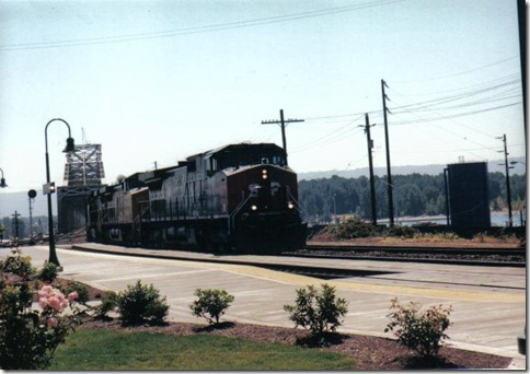 Southern Pacific C44-9W #8165 in Vancouver, Washington in August 2000