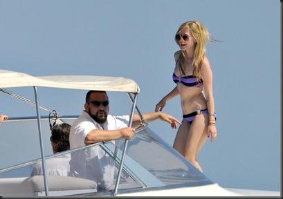 Avril Lavigne in Bikini 2