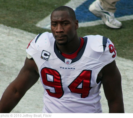'Antonio Smith (defensive end)' photo (c) 2010, Jeffrey Beall - license: http://creativecommons.org/licenses/by-sa/2.0/
