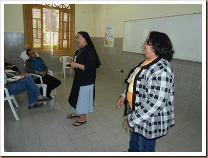 Ir. Juliana e Miraci expondo a experiência da Diocese
