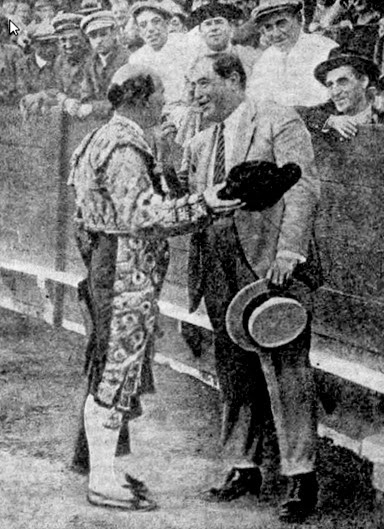 1927-09-06 (p. FB) Rafael el Gallo brinda a Emilio Bomba