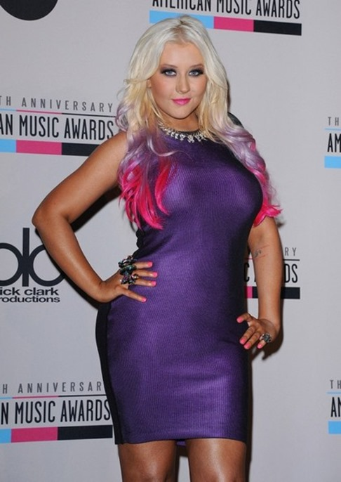 christina-aguilera-debuts-purple-and-pink-dip-dyed-ombre-hair-color-2