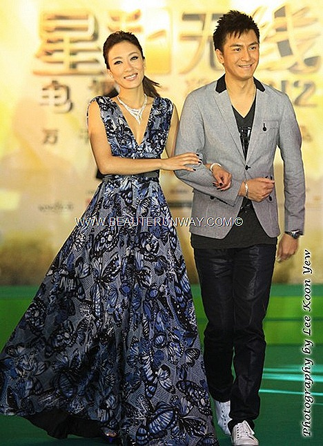 STARHUB TVB AWARDS 2012 楊怡 馬國明 Tavia Yeung Kenneth Ma Kwok Ming GREEN CARPET HONG KONG CELEBRITIES MARINA BAY SANDS SINGAPORE LINDA CHUNG MOSES CHAN 陳豪 KEVIN CHENG MYOLIE WU sunny chan RUCO CHEN FALA KATE TSUI WAYNE LAI GRASSHOPPER