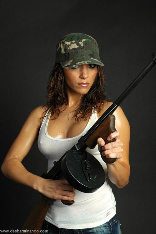 gatas armadas mulheres lindas com armas sexys sensuais desbaratinando (10)