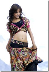 stunning_neha_sharma_exposin_hot_still