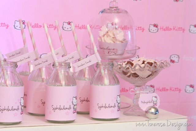 IMG_9399_rosa_kakebord_hello_kitty_dessertbord_bursdag