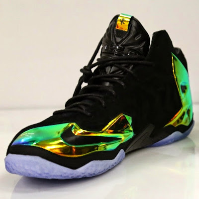 nike lebron 11 nsw sportswear ext kings crown 2 06 Take a Closer Look at Kings Crown LeBron 11 EXT