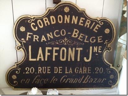 Fransk skylt före antikbehandling