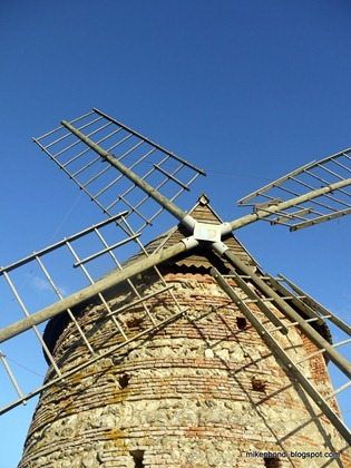The windmill at Saint-Sulpice-sur-Lèze (2)
