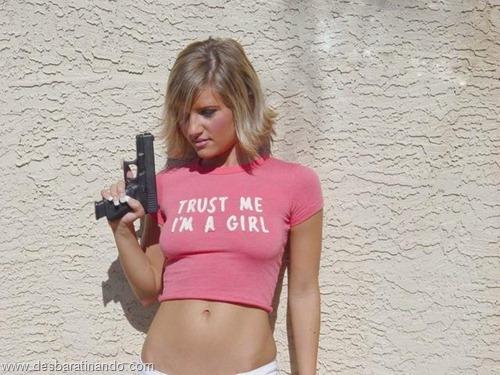 gatas armadas mulheres lindas com armas sexys sensuais desbaratinando (3)