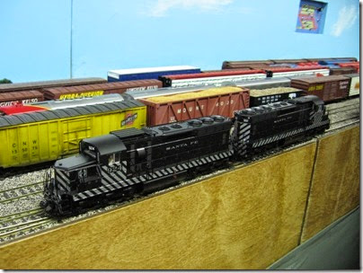 IMG_5400 Atchison, Topeka & Santa Fe SD24s #924 & #902 on the LK&R HO-Scale Layout at the WGH Show in Portland, OR on February 17, 2007