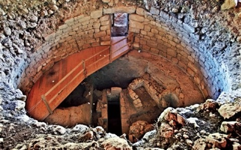 Μυκηναϊκός θολωτός τάφος στα Τζανάτα
