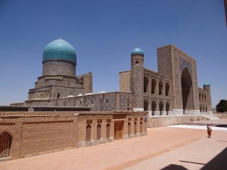 01. Piata Registan Samarkand.JPG