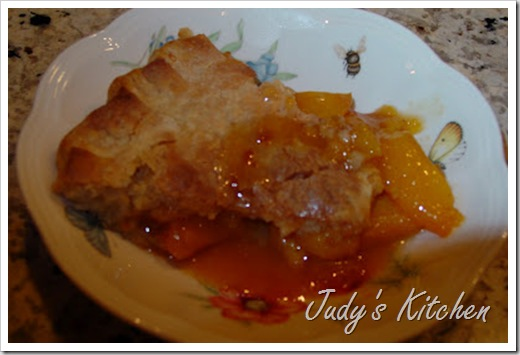 almond liqueur peach pie