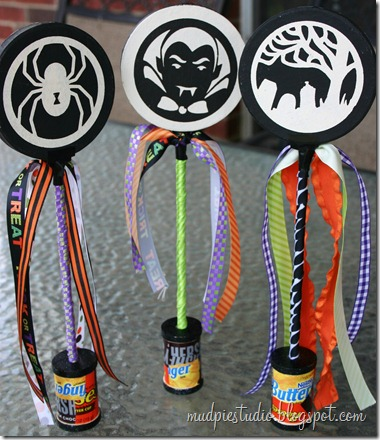 Halloween Wands by mudpiestudio.blogspot.com