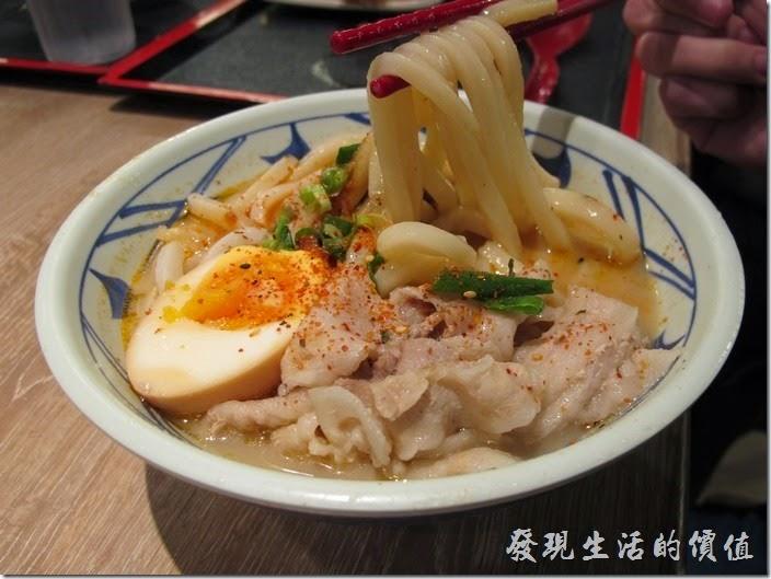 台南新光三越-丸龜製麵烏龍麵。「香辣豚骨烏龍麵(中)」,NT$129。