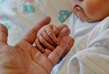 2012-05-18 mama and anna hands