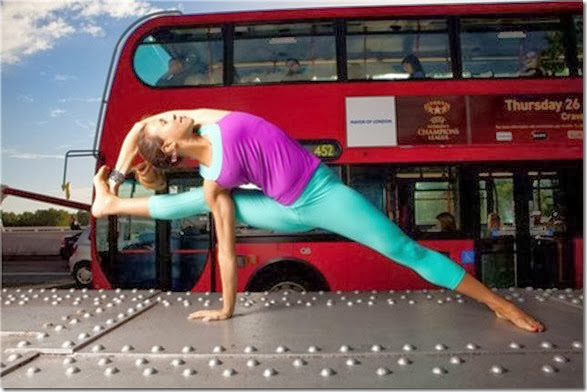girls-stretching-yoga-038