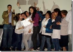 Juan Pablo de Jesús con los ganadores del primer premio de Poné Pausa 2010