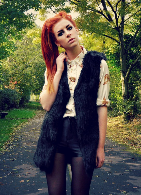 ROMWE faux fur gilet & skull shirt 1