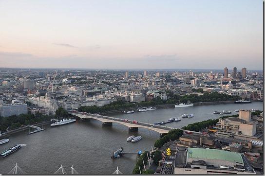 Waterloo_Bridge,_London-17Aug2009