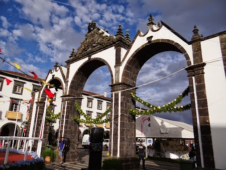 40. Arcul din Ponta Delgada.JPG