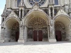 2014.09.10-006 portails de la cathédrale
