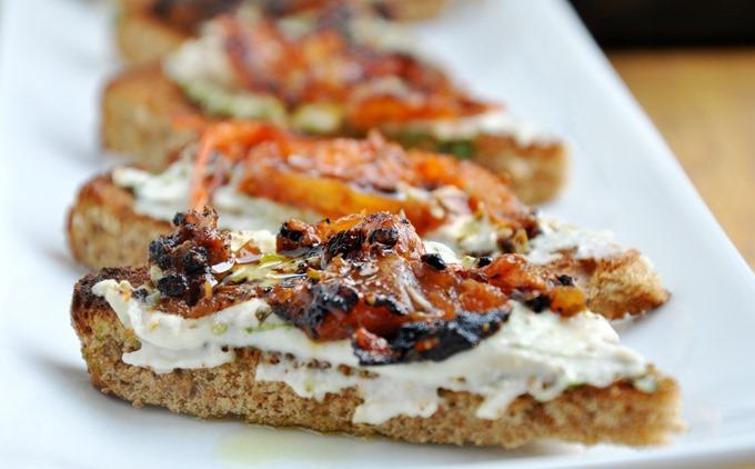 pesto hummus tomato tartine 114