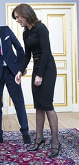 Kronprinsesse Mary og kronprins Frederik hilser på koordinator Mansoor Siddiqi asz receptionen dla de paralympiske deltagere på Amalienborg mandag den 11.  grudzień (Foto: Jens Nørgaard Larsen / Scanpix 2012)