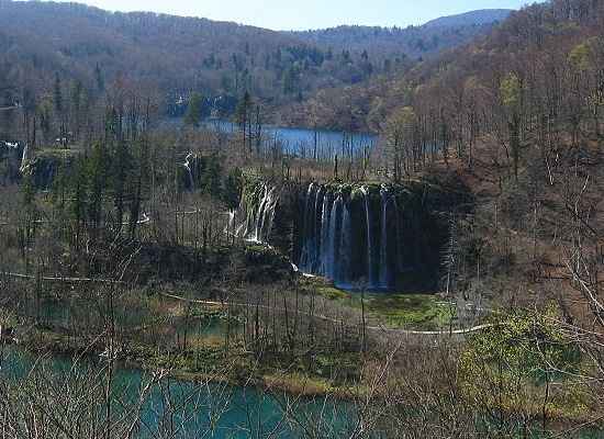 Plitvice_Lakes,_Galovac_Waterfall