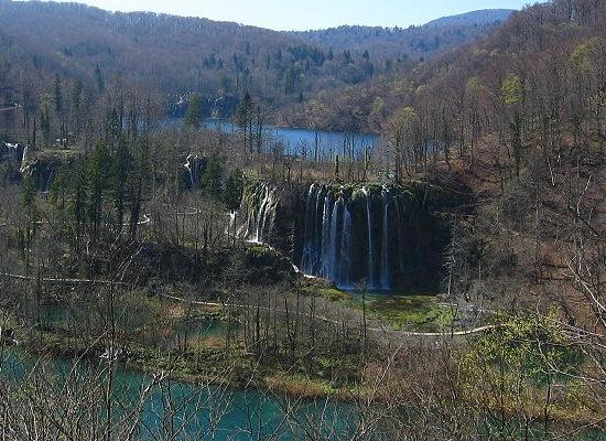 Plitvice_Lakes,_Galovac_Waterfall