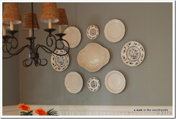 plate arrangement, wall paint Gris by Sherwin Williams